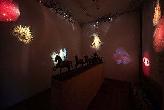 <p>Ann McCoy, <em>The Invisible College,</em> bronze processional with projections, GRIDSPACE, Brooklyn. Photos Paulina Kim Joo</p>