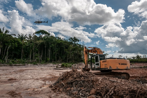 Clearing indigenous land, Amazonia. Photo: Vinícius Mendonça/Ibama.