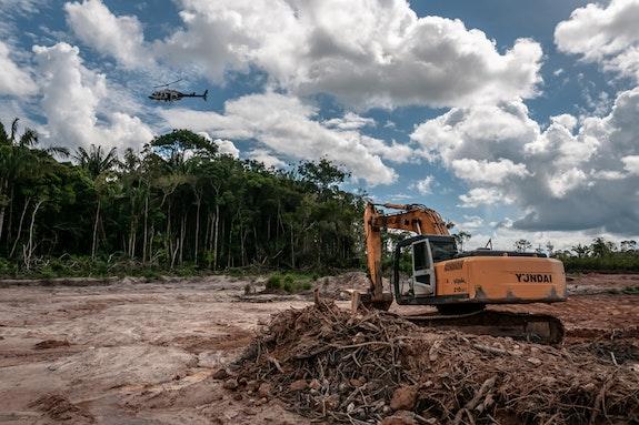 Clearing indigenous land, Amazonia. Photo: Vinícius Mendonça/Ibama.