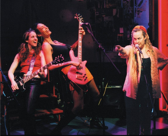 The Off-Broadway hit, <em>BETTY Rules</em>, directed by Michael Greif (<em>Rent, Dear Evan Hansen</em>) photo ©2001BETTYRules Productions