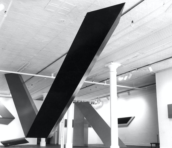 Robert Grosvenor, <em>Transoxiana</em>, 1965. Wood, polyester, steel, 126 x 372 x 36 inches. © Robert Grosvenor. Courtesy Paula Cooper Gallery, New York.