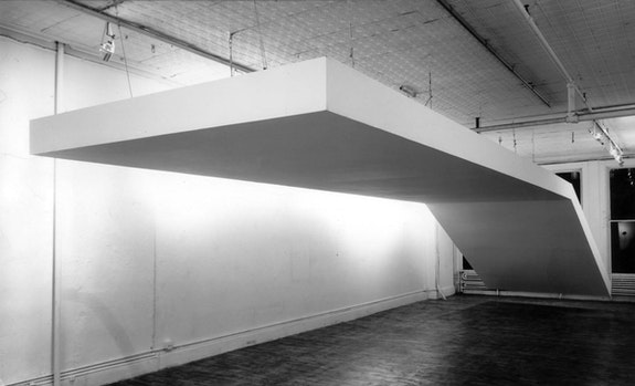 Robert Grosvenor, <em>Untitled</em>, 1968. Steel and plywood painted white, 120 x 480 inches. Installation view, Paula Cooper Gallery, 96-100 Prince Street, New York, 1970. Photo: Dan Lenore. © Robert Grosvenor. Courtesy Paula Cooper Gallery, New York.