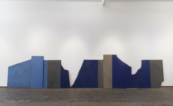 Merrill Wagner, <em>Gorges</em>, 1986. Casein, oil, acrylic, ultramarine, onslate blackboard fragments, 50 x 240 inches. Courtesy Zürcher Gallery, New York.