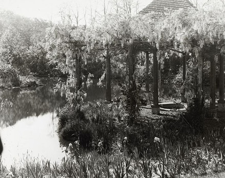 Wisteria pergola at Laurelton Hall, Louis Comfort Tiffany Foundation, c. 1918.  Photo: Frances Benjamin Johnston. Library of Congress, Prints & Photographs Division.