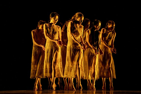 <i>Martha Graham Dance Company in Maxine Doyle and Bobbi Jene Smith's Deo. Credit: Brian Pollock</i>
