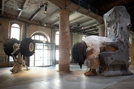 Yin Xiuzhen, <em>Trojan</em>, 2016–2017. Steel frame, used clothes, dimensions variable. Photo: Italo Rondinella.