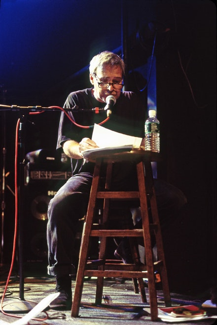 Steve Dalachinsky at the Knitting Factory, October 4, 1999. Photo © Alan Nahigian.