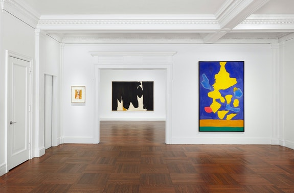 Installation view: <em>Helen Frankenthaler and Robert Motherwell: The Art of Marriage</em>, Mnuchin Gallery, 2019. Courtesy Mnuchin Gallery.