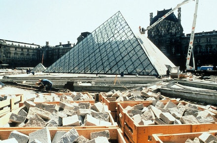 Construction of I. M. Pei's pyramid, March 1988. © Musée du Louvre (fonds EPGL). Photo: Patrice Astier.