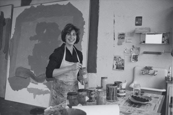 Alexander Liberman, <em>Helen Frankenthaler</em>, no date. Getty Research Institute, Los Angeles (2000.R.19) © J. Paul Getty Trust. Courtesy J. Paul Getty Trust.