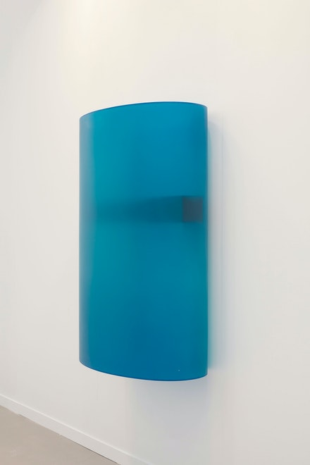 Helen Pashgian, <em>Untitled</em>, c. 2000. Formed acrylic, 56 x 36 x 19 inches. Courtesy the artist and Lehmann Maupin, New York, Hong Kong, and Seoul. Photo: Matthew Herrmann.