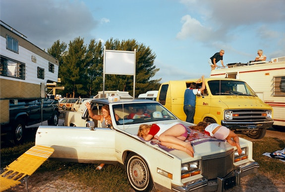 Mitch Epstein, <em>Cocoa Beach I, Florida, 1983</em>. Courtesy Sikkema Jenkins & Co., New York.
