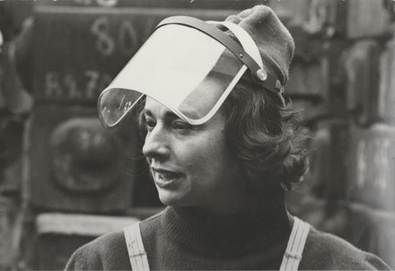 Beverly Pepper at work at the factory in Terni, Italy 1970. Courtesy of Beverly Pepper studio, Italy