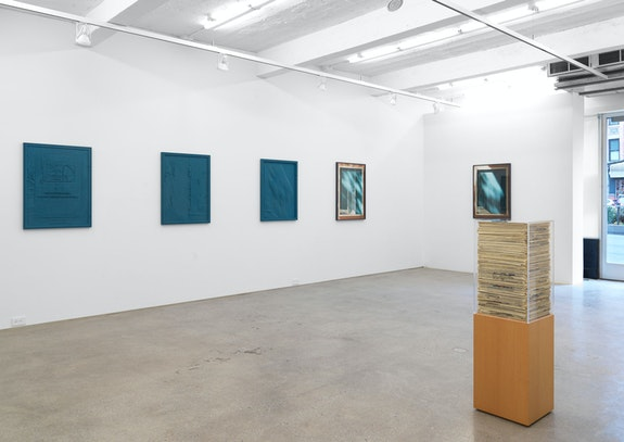 Installation view: <em>Jennifer Bolande: The Composition of Decomposition</em>, Magenta Plains, New York, 2020. Courtesy Magenta Plains.