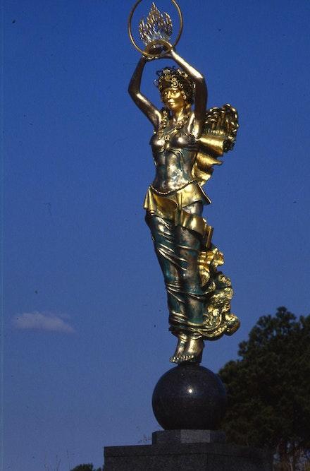 Audrey Flack, <em>Civitas</em>, 1991, Bronze, 6.7m (22 feet), Rock Hill, South Carolina.