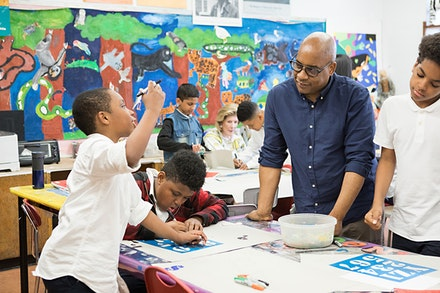 Artist Glenn Ligon visits Studio NYCs Long Term Program at PS 123 in Brooklyn. © Mindy Best