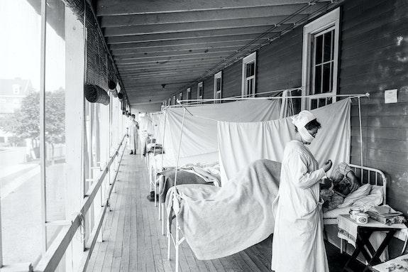 Harris & Ewing, <em>Walter Reed Hospital Flu Ward</em> (c. 1910-1920).