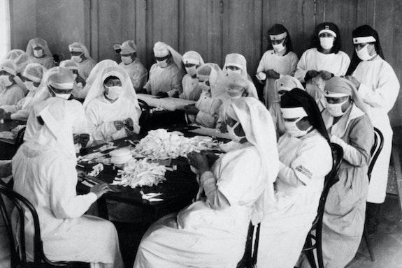 Edward Rogers, <em>American Red Cross volunteers preparing surgical dressings</em>, 1918.