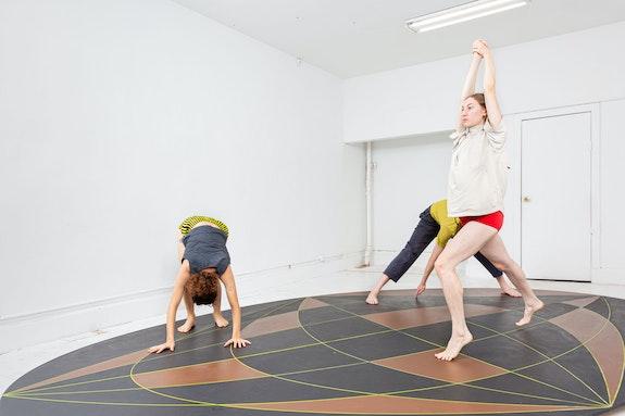 Alexa West, <em>Triple Expo</em>, 2020. Performers: Sharleen Chidiac, Megan Curet, Owen Prum, Susannah Yugler. Courtesy the artist and Gymnasium Gallery. Photo: Shark Senesac.