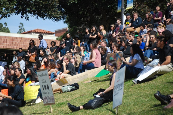Graduate workers assemble on UCLA's campus. Photo: Samuel Feldblum
