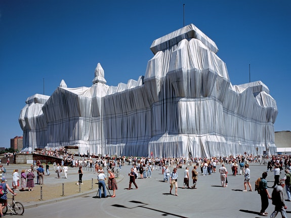 Wrapped Reichstag, Berlin, 1971-95. Courtesy Christo and Jeanne-Claude. Photo: Wolfang Volz.