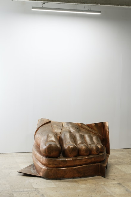 Danh Vō, <em>We the People </em>(detail), 2011. Copper, 265 x 236 x 133 centimeters. Exhibition view, <em>Notre monde brûle</em>, Palais de Tokyo. Private collection. © Adagp, Paris, 2020. Photo: Aurélien Mole.