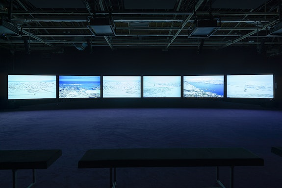 John Akomfrah, <em>Purple, </em>2017. 6 channel HD colour video installation, 15.1 surround sound, 62'00'', variable dimensions. Exhibition view, <em>Our World is Burning</em>, Palaisde Tokyo. Courtesy of Smoking Dogs Films & Lisson Gallery(Londres/New-York/Shanghai). Photo:Aurélien Mole.