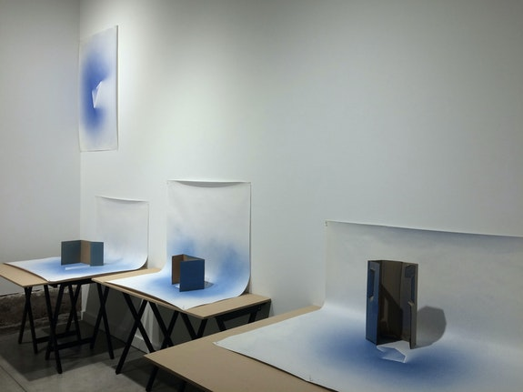 Laura Lisbon, <em>Set-ups, painting</em>, installation view, 2019. Courtesy the artist.