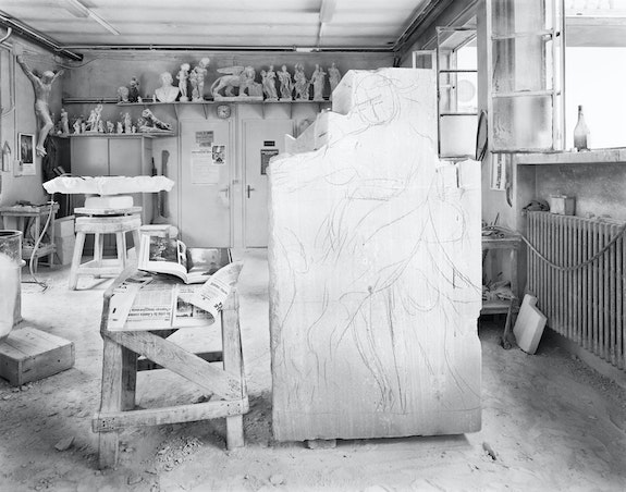 An-My Lê, <em>Milani Studio (Block of Stone), Vicenza, Italy</em>, 1991. © An-My Lê, courtesy the artist and Marian Goodman Gallery, New York, Paris, and London.