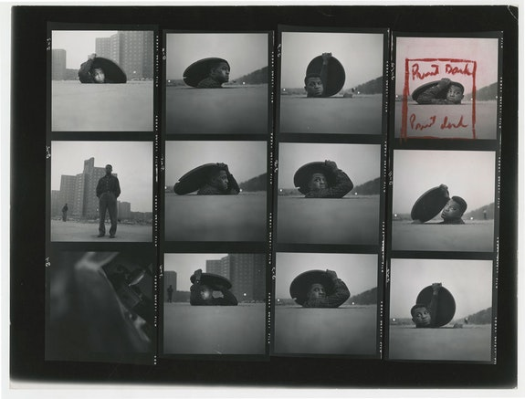 Gordon Parks, Untitled contact sheet. Courtesy of and copyright The Gordon Parks Foundation.