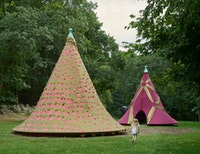 Installation view: <em>Leeza Meksin: Turret Tops</em>, deCordova Sculpture Park and Museum, Lincoln, MA, 2020. Neoprene and galvanized steel, 240 x 246 inches. Courtesy of the artist. Photo: Clements Photography and Design, Boston.