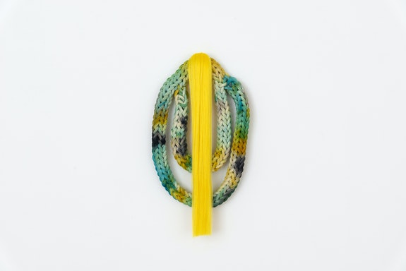 Tanya Aguiñiga, <em>Extraño 2</em>, 2020. Ice-dyed cotton rope, synthetic hair, 24 x 13 x 3.5 inches. Courtesy Volume Gallery. </em>