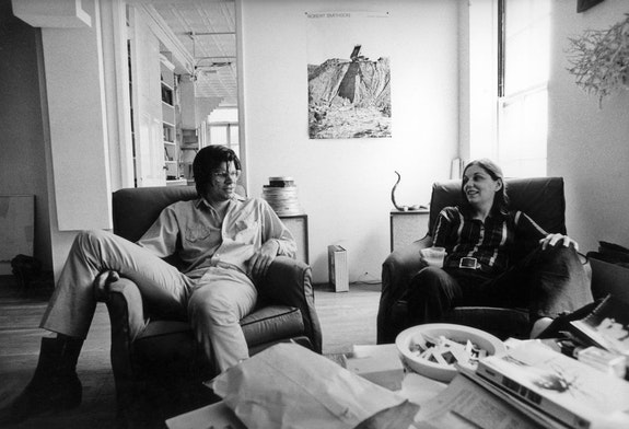 Nancy Holt and Robert Smithson at their West Village loft. New York City, 1970. Photograph: Gianfranco Gorgoni. © Holt/Smithson Foundation, Licensed by VAGA at ARS, New York.