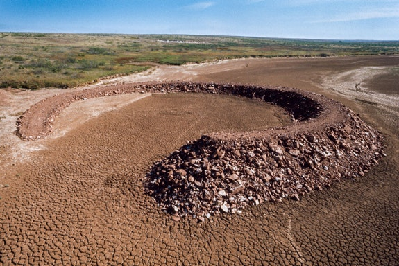 Robert Smithson, <em>Amarillo Ramp</em>  (1973). Tecovas Lake, Amarillo, Texas. Diameter: 140 ft. (42.7 m). Height: Ground level to 15 ft. (4.6 m). Photograph: Gianfranco Gorgoni. © Holt/Smithson Foundation, Licensed by VAGA at ARS, New York.