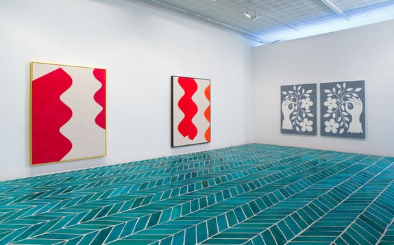 Installation view, <em>Sarah Crowner, The Wave</em>, Nicelle Beauchene Gallery, New York, 2014. Courtesy the artist, Casey Kaplan, New York and Nicelle Beauchene Gallery, New York.