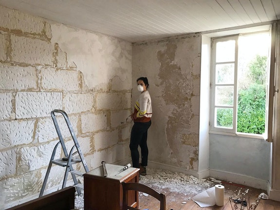 Mari Meade takes the hands-on approach in renovating her new residential center, Le Moulin de la Belle in France. Photo: Dimitri Galuret.