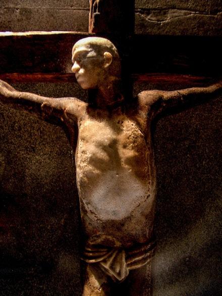 Caetano Dias,<em> Christ of Rapadura</em>, 2003. Sculpture in raw sugar, wood, and photographs. Courtesy the artist.