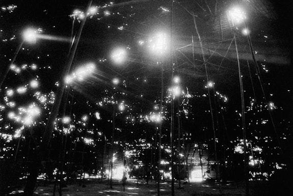 """Claudia Andujar, <em>As folhas de ubim que cobrem a maloca serão substituídas no período das chuvas, Catrimani</em> da série """"A Casa,"""" 1974. Gelatina e prata no papel brilhante Ilford Multigrade Classic 1K. Cortesia da artista e Galeria Vermelho."""