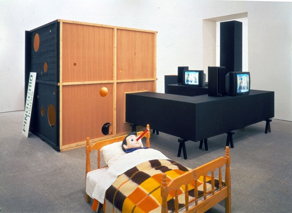 Paul McCarthy, <em>Pinocchio Pipenose Householddilemma</em>,1994. Performance, video, installation, photographs. Installation at Museo NacionalCentro de Arte Reina Sofía. © Paul McCarthy. Courtesy the artist and Hauser & Wirth.