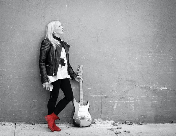 Leni Stern. Photo by Sandrine Lee.