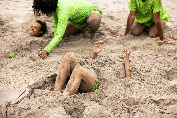 Moriah Evans, <em>Repose</em>. Rockaway Beach, Beach Sessions Dance Series 2021. Performers left to right: Brittany Engel-Adams, Antonio Ramos, Daria Fain, Marc Crousillat. Photo: Maria Baranova.