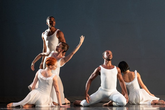 Paul Taylor Dance Company in <em>Aureole</em> at at Mahaiwe Performing Arts Center. Photo: Ron Thiele.