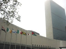 Photo of the UN building in New York by Victor Hebert, November 2003.