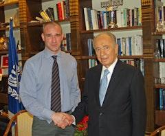 David Shankbone and Shimon Peres. Photo by David Shankbone.