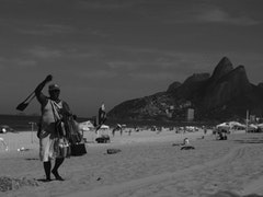 Ipanema vendor. Photo by Viviana Toranzo (2008).