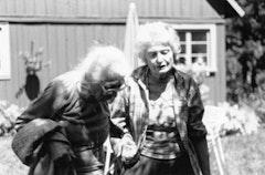 Lilian Schapiro and Ilse Mattick, Vermont, 1998. Photo by Phong Bui.