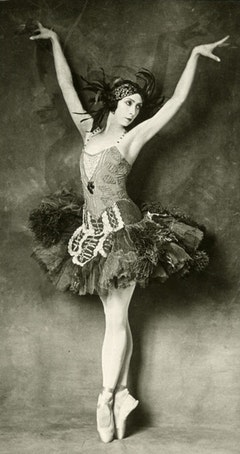 Felia Doubrovska in the title role of Firebird, 1926. Photos courtesy of the Jerome Robbins Dance Division, New York Public Library for the Performing Arts.