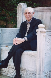 Charles Seliger in 2003 at the Peggy Guggenheim Collection, Venice, Italy. Courtesy of Michael Rosenfeld Gallery, LLC, New York, NY.