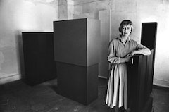 Anne Truitt in her Twining Court studio, Washington, DC, 1962. Photo by John Gossage. Image © The Estate of Anne Truitt/The Bridgeman Art Library
