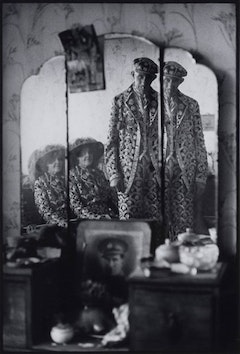 Patrick Ward, Untitled (Pearly King and Queen, East Ham) (1969-71), Arts Council Collection, Southbank Centre © Photography Patrick Ward
